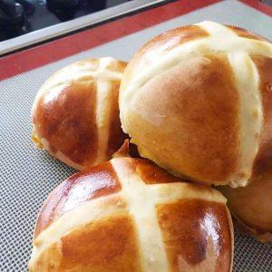 Fruitless Hot Cross Buns